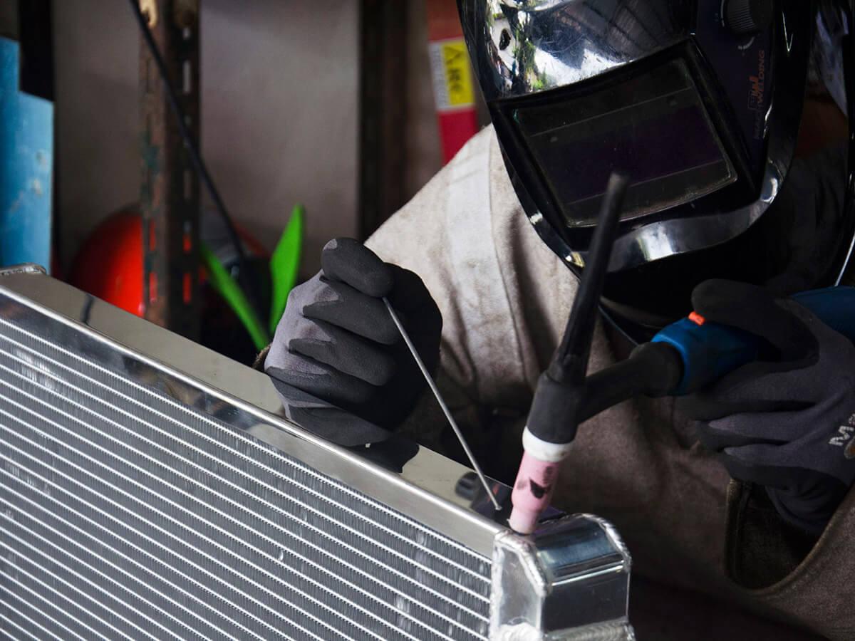 Soldadura de aluminio y eléctrica para aires acondicionados